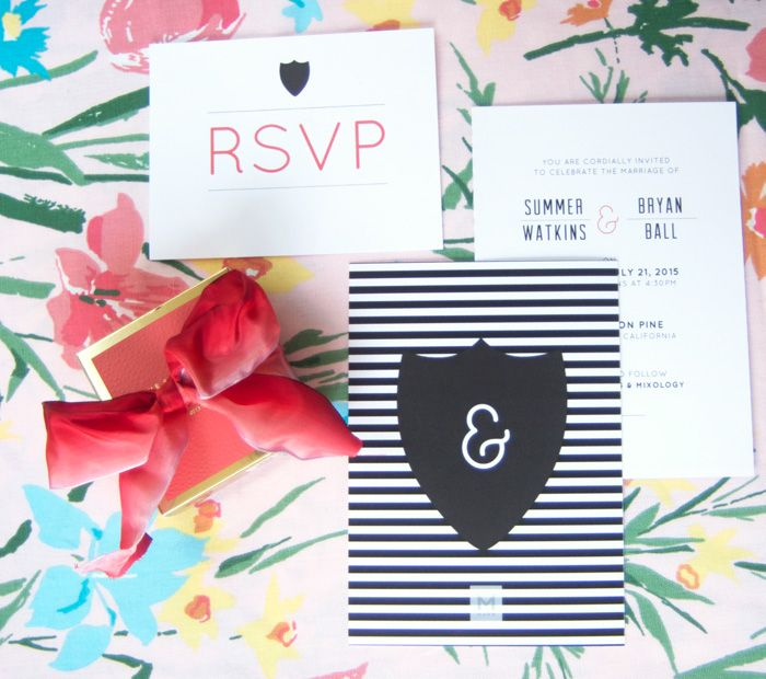 A modern and bold invite and response card. Image c/o Grey Likes Weddings.